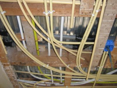 Afvoer weggewerkt in het plafond